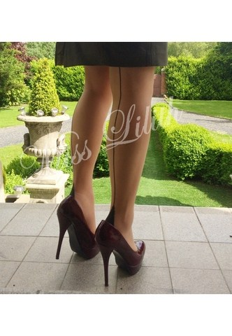 jambes miss lilith escarpin verni bas couture